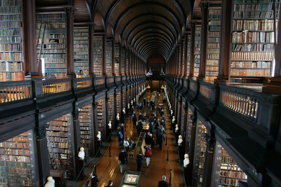 The Long Room in the Library of the Tinity College in Dublin ©TCD