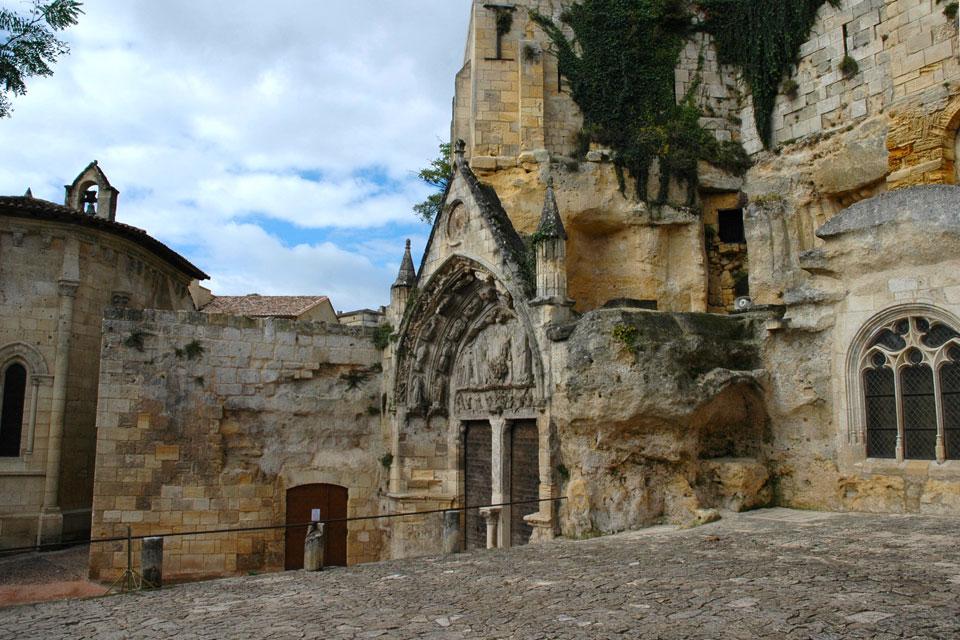 Church in Saint-Emilion. Source: Wikipedia
